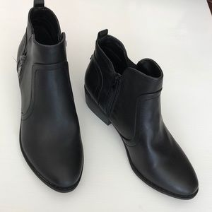 NWOT 9W G By Guess Black Booties!